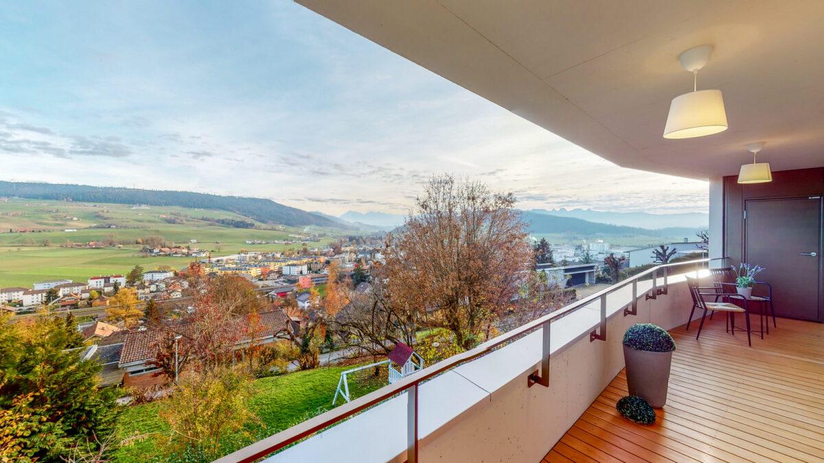 55-Zimmer-Einfamilienhaus-in-Konolfingen-Balkon(1)