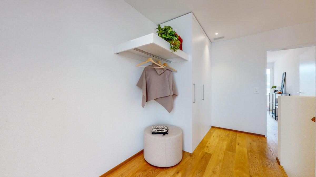 55-Zimmer-Einfamilienhaus-in-Konolfingen-Eingangsbereich