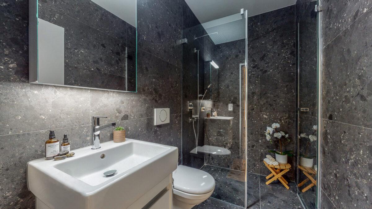 55-Zimmer-Einfamilienhaus-in-Konolfingen-WCDusche